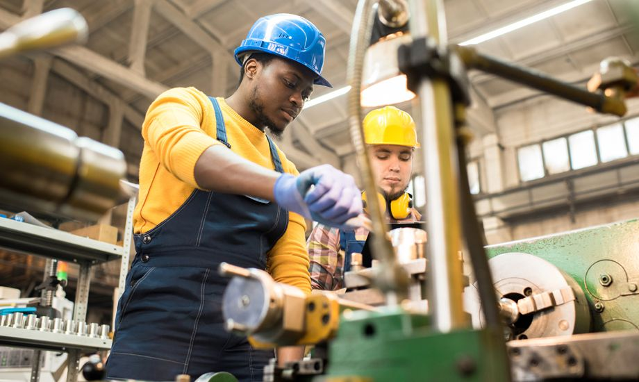 manufacturing industry finance - workers in the manufacuring industry with machinery