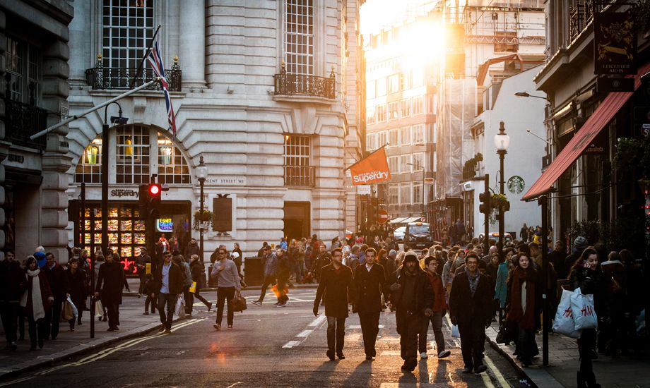 how to manage seasonal cash flow - seasonal shoppers on a busy street